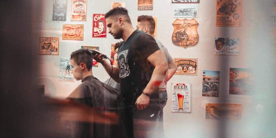 How to Choose Right Mens Hair Salon | Dapper & Divine